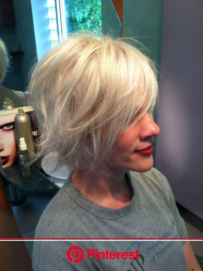 Ann's platinum layered bob | Short hair styles, Chin length hair, Musical hair