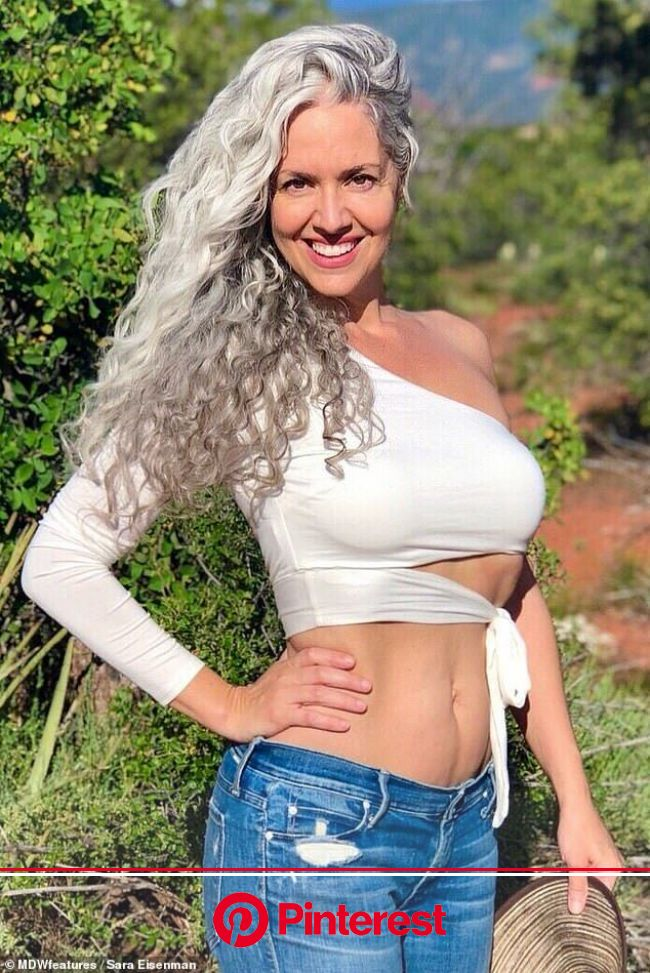 Woman feels sexier than EVER after deciding to embrace her silver hair | Gorgeous women, Beautiful gray hair, Silver haired beauties