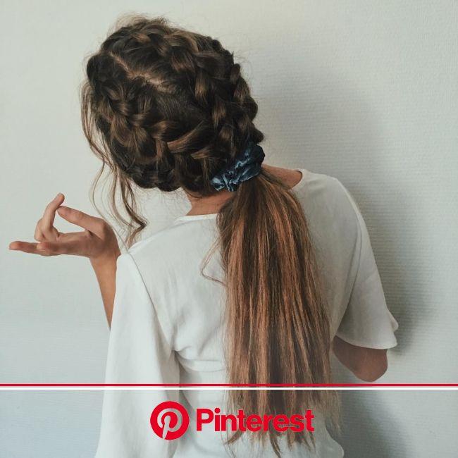 На данном изображении может находиться: один или несколько человек и часть тела крупным планом | Hair styles, Headband hairstyles, Effortless hairstyl