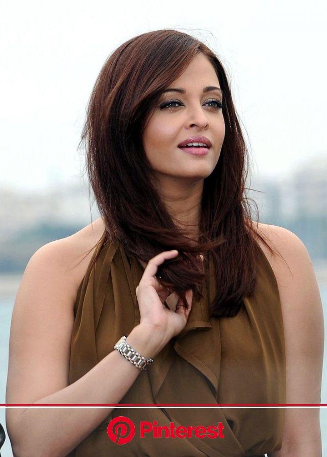 Aishwarya Rai Photos Photos: 'Heroine' Photocall | Mom hairstyles, Medium length hair styles, Wig styles