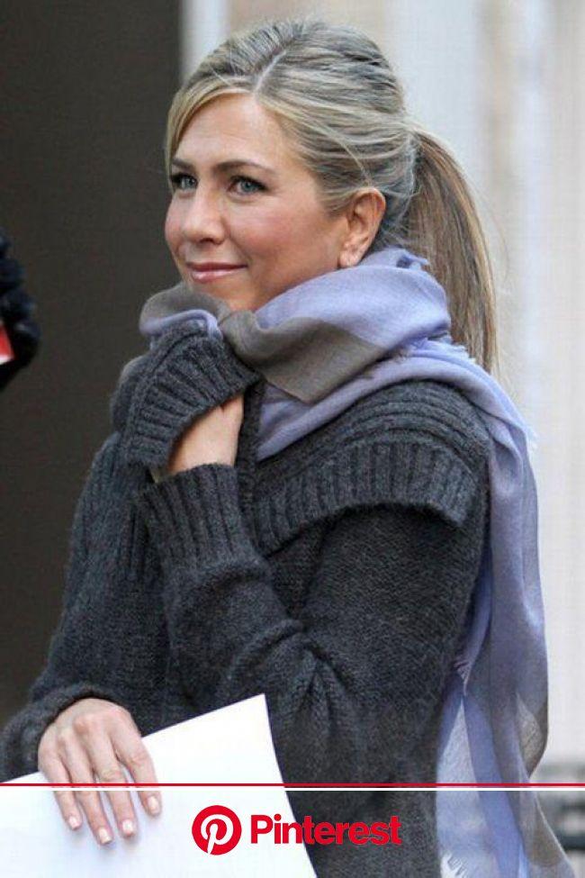 Jennifer Aniston Photos Photos: Jennifer Aniston Films 'Wanderlust' in Greenwich Village | Jennifer aniston hair, Jennifer aniston, Jennifer