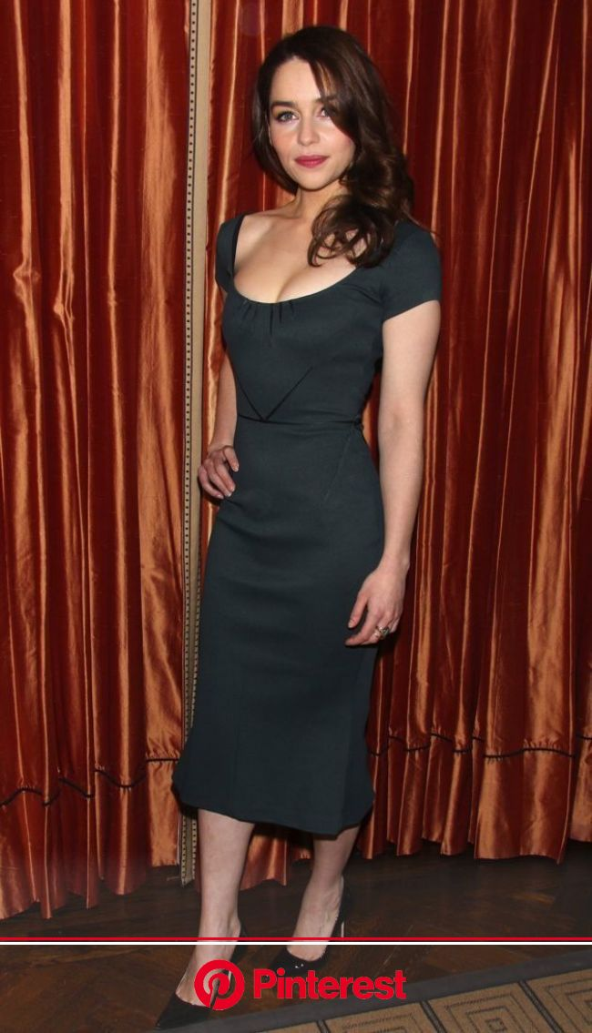 Emilia Clarke's Chic Zac Posen Green Sheath Dress | Emilia clarke style, Sheath dress, Beauty dress