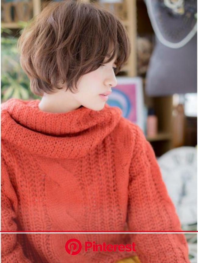 カバーヘア ブリス 大宮西口店(COVER HAIR bliss)*+bliss大宮+*ほっこり大人かわいい★くせ毛風ボブb | シャグヘアスタイル, ショート シャギーヘアカット, ショートボブ くせ毛
