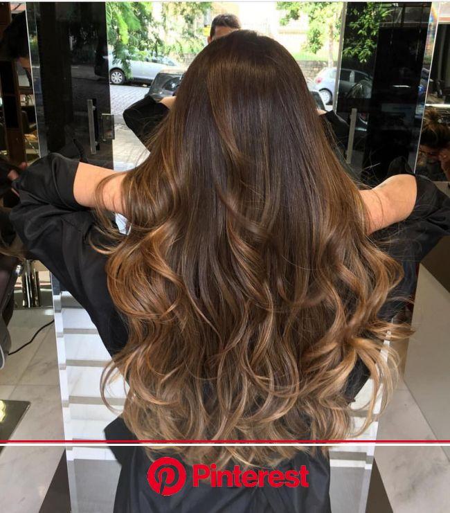 Balayage miel sur cheveux châtain foncé : idées pour s'inspirer | Coiffures cheveux ondulés, Cheveux coiffure, Cheveux bruns