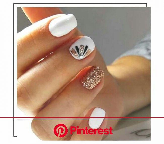 Modern Nails #nails #diy #nailart #sparkle #glitter #gold #springnails | Manicura de uñas, Esmalte de uñas blancas, Manicura para uñas cortas